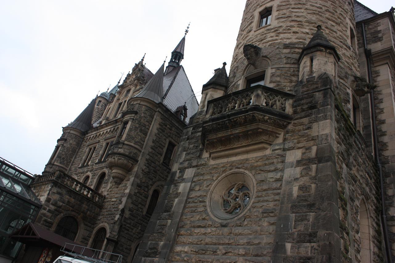 zamek-moszna